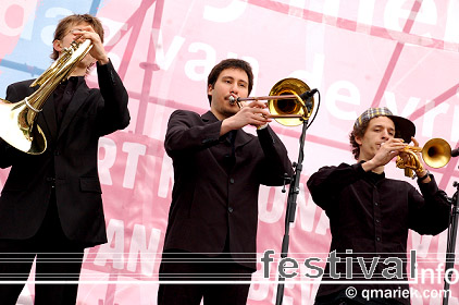 Kyteman's Hiphop Orkest op Bevrijdingsfestival Overijssel 2009 foto