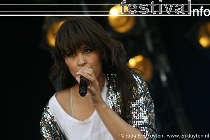 Foto Maria Mena op Pinkpop 2009
