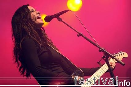 Alanis Morissette op Dauwpop 2005 foto