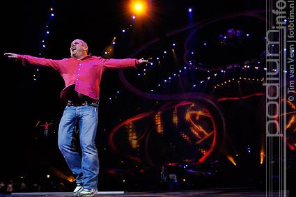 Foto Paul de Leeuw op Marco Borsato - 21/10 - Gelredome