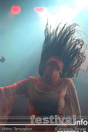 Within Temptation op Lowlands 2002 foto