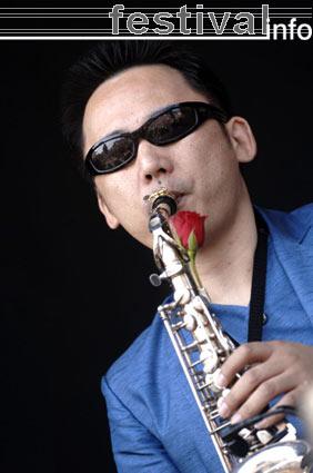 Tokyo Ska Paradise Orchestra op Parkpop 2005 foto