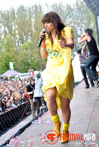 Foto Ellen ten Damme op Bevrijdingsfestival Overijssel 2010