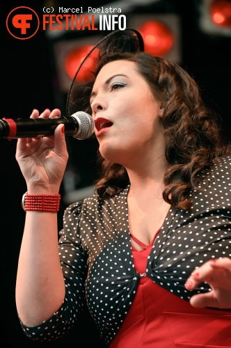 Caro Emerald op Dauwpop 2010 foto