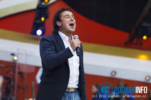 Foto Marco Borsato op Guus Meeuwis - 14/6 - Philips stadion