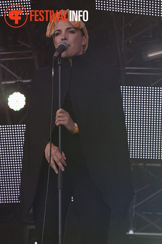 When Saints Go Machine op Roskilde 2010 foto