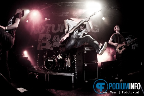 As Enemies Arise op No Turning Back - 28/1 - Tivoli foto