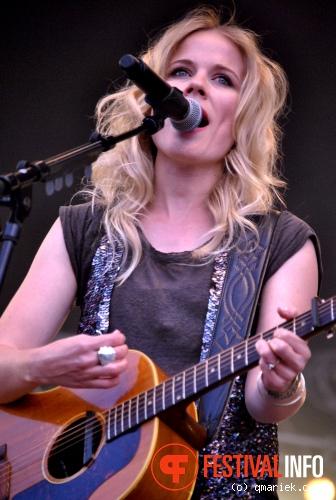 Foto Ilse DeLange op Bevrijdingsfestival Overijssel 2011