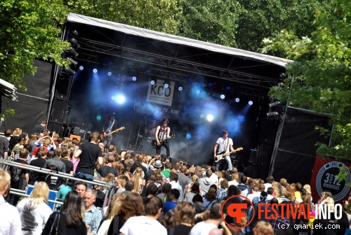 Make It Count op Bevrijdingsfestival Overijssel 2011 foto