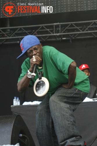 Public Enemy op Dour Festival 2011 foto
