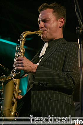 Foto New Cool Collective op Bevrijdingsfestival Brabant 2006