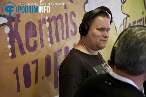 Zanger Rinus op Zanger Rinus - 27/7 - Kermis FM Podium foto