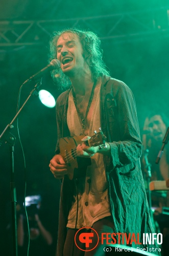 Crystal Fighters op Into The Great Wide Open 2011 foto