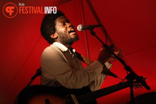 Foto Michael Kiwanuka op Into The Great Wide Open 2011