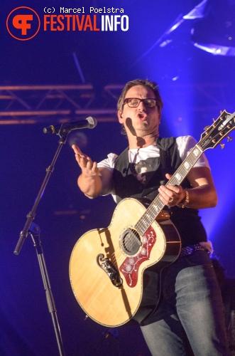 Guus Meeuwis op Paaspop Schijndel 2012 foto