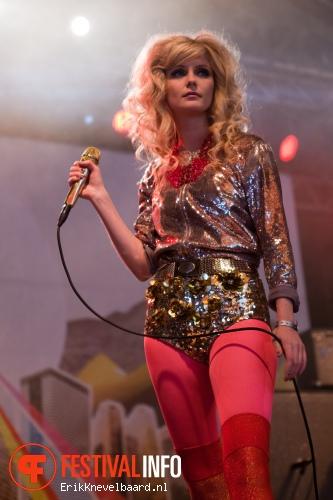 The Asteroids Galaxy Tour op Bevrijdingsfestival Overijssel 2012 foto