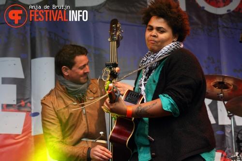 Rina Mushonga op Bevrijdingsfestival Zuid Holland 2012 foto