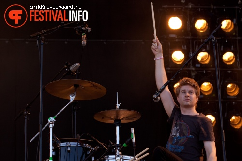 Blood Red Shoes op Pinkpop 2012 - Maandag foto