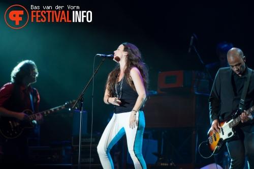 Alanis Morissette op Bospop 2012 foto
