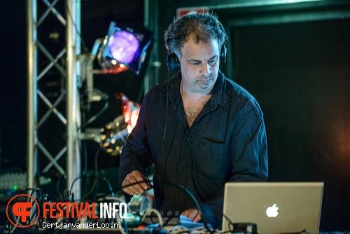 Michel Banabila op Summer Darkness 2012 foto