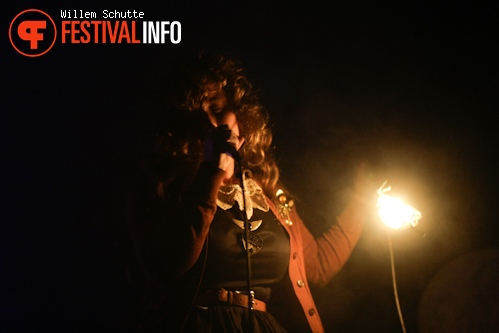 Purity Ring op MS Dockville Festival 2012 foto