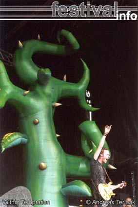 Foto Within Temptation op Parkpop 2002 Foto's