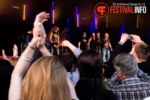 Foto Delain op Bevrijdingsfestival Overijssel 2013