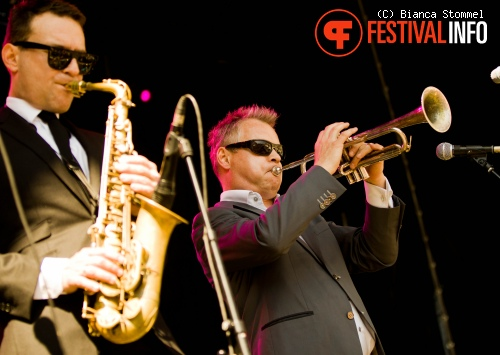 Foto New Cool Collective op Bevrijdingsfestival Limburg 2013