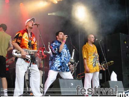 Def P. & The Beatbusters op Virus festival 2002 (foto's) foto