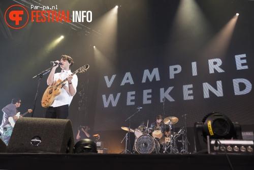 Vampire Weekend op De Wereld Draait Buiten 2013 foto
