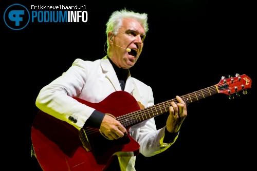Foto David Byrne op David Byrne & St. Vincent - 25/08 - Vredenburg
