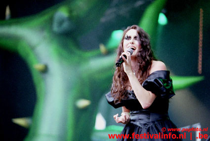 Foto Within Temptation op Dynamo Open Air 2002