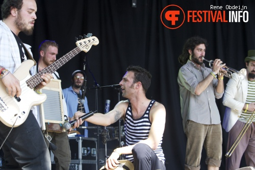 Baciamolemani op Bevrijdingsfestival Overijssel 2014 foto
