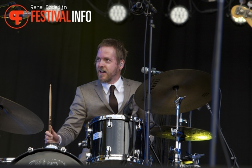 Douwe Bob op Bevrijdingsfestival Overijssel 2014 foto