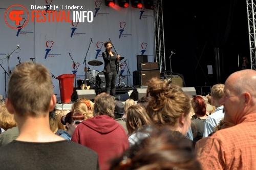 Foto Julia van der Toorn op Bevrijdingsfestival Den haag