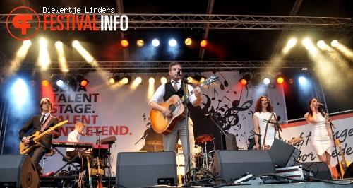Tim Akkerman op Bevrijdingsfestival Den haag foto