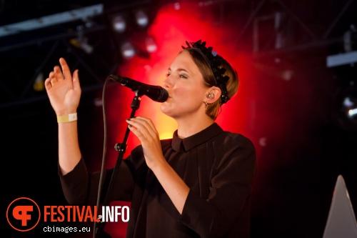 Foto Womans Hour op Metropolis Festival 2014