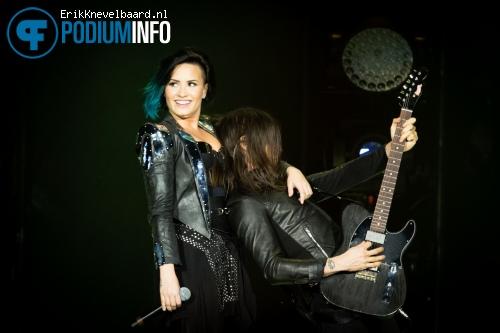 Foto Demi Lovato op Enrique Iglesias - 18/11 - Ziggo Dome