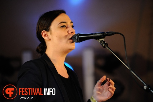 Nadine Shah op London Calling loves Concerto 2015 foto