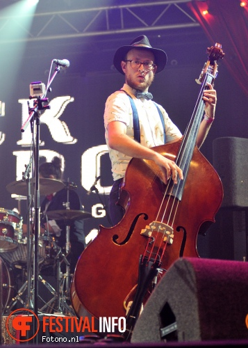 Jick Munro & The Amazing Laserbeams op Pinkpop 2015 - Vrijdag foto