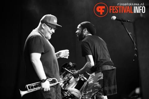Foto Too Many Zooz op Festival Mundial 2015