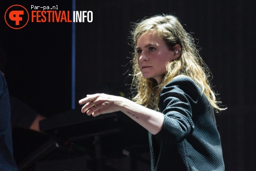Foto Christine And The Queens op Lowlands 2015 - zaterdag