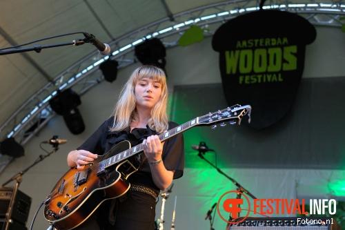 Hannah Lou Clark op Amsterdam Woods Festival 2015 - zaterdag foto