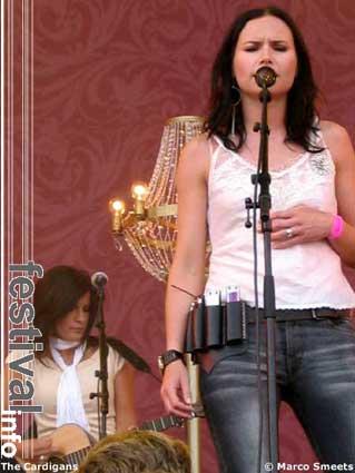 The Cardigans op Pinkpop 2003 foto