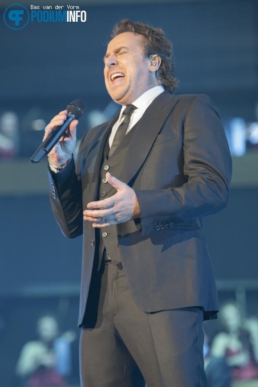 Foto Marco Borsato op Symphonica in Rosso met Marco Borsato - 23/10 - Ziggo Dome