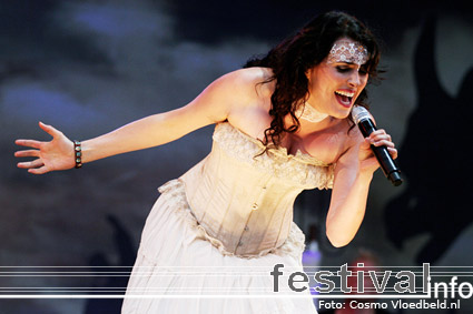 Foto Within Temptation op Pinkpop 2007