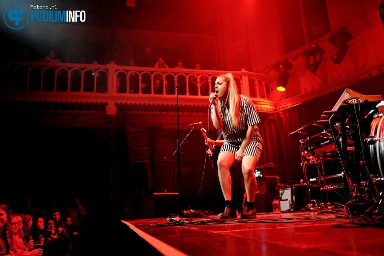 Julie Bergen op Jess Glynne - 13/03 - Paradiso foto