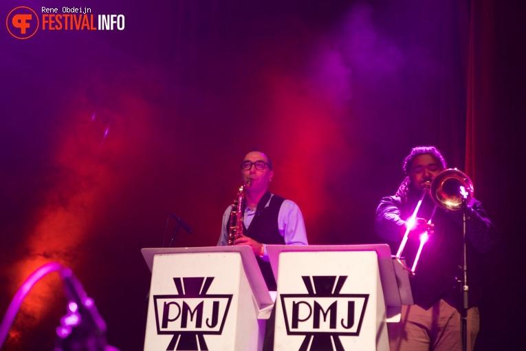 Foto Scott Bradlee's Postmodern Jukebox op Paaspop 2016 - Zondag
