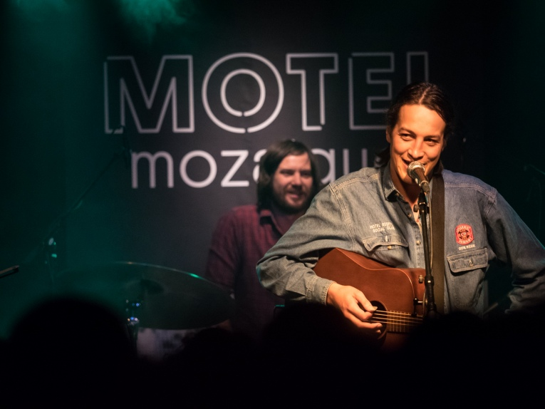 Foto Marlon Williams op Motel Mozaique 2016