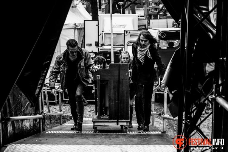 The Grand East op Oranjepop 2016 foto